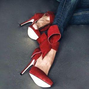 Aminah Abdul Jillil bow pump red suede Sz 6